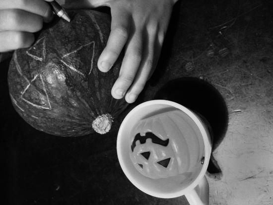 ハロウィン用のかぼちゃを製作中