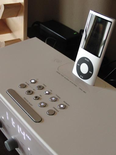 iPod用のスピーカーYAMAHA TSX-80 上面のスイッチ類の説明写真