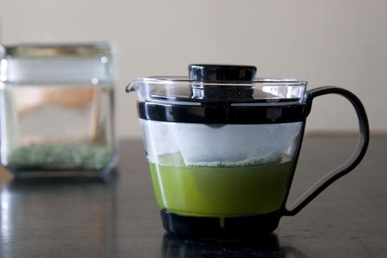 イワキ レンジのポット・茶器でお茶をいれてみました