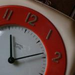時計を使って模様替えしてみよう!ゼンマイ式の掛け時計を設置して気づいたこと
