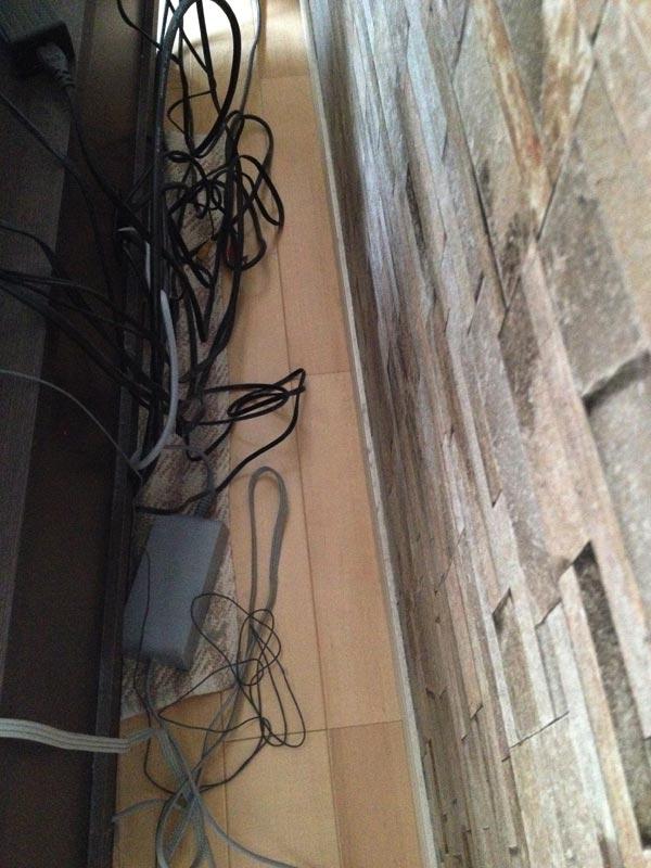 テレビボード裏側
