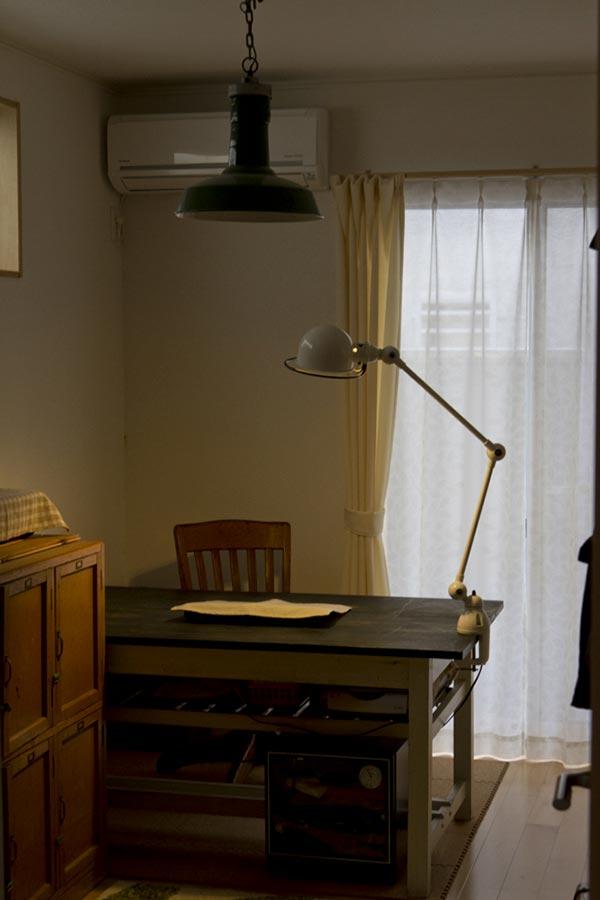 書斎のデスク ジェルデデスクランプ