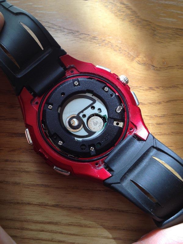 電池交換中の腕時計