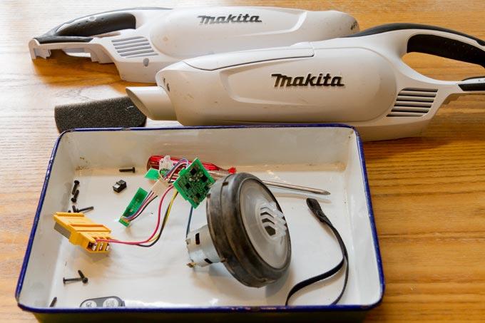 分解洗浄したマキタの掃除機