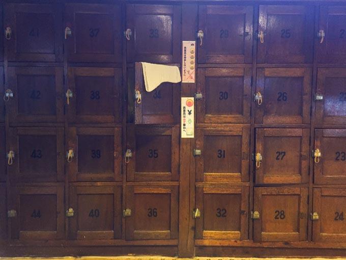 松乃湯の木製のロッカー