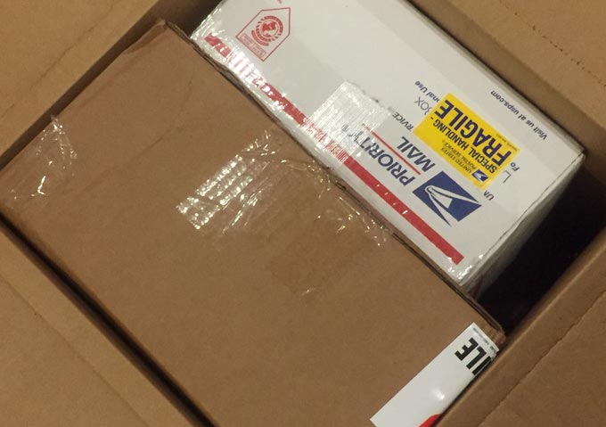 セカイモンから届いた箱