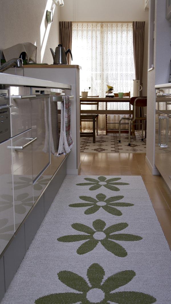 パペリナのラグを敷いたキッチン
