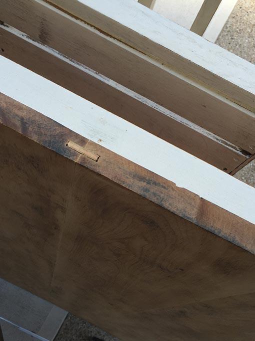 天板の厚みはデスクをたてて削りました