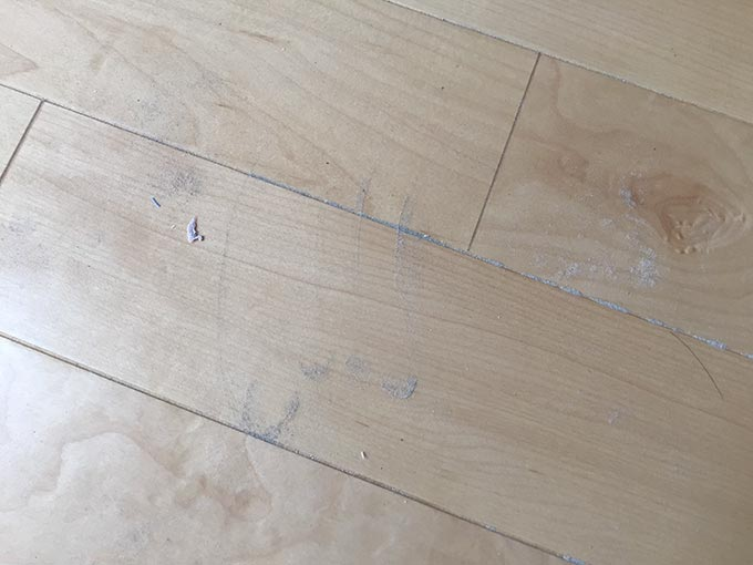ダイニングラグ移動後の床