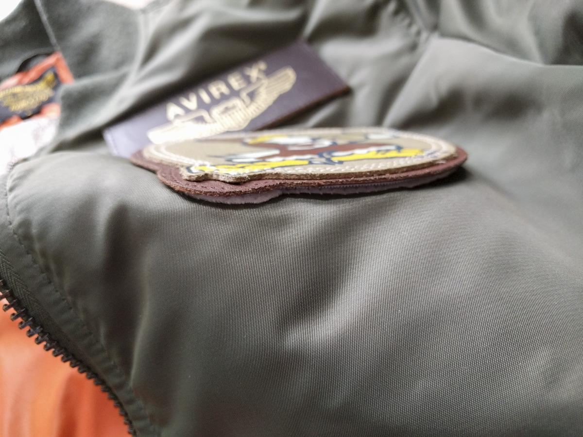 ワッペンをベルクロ加工したフライトジャケット