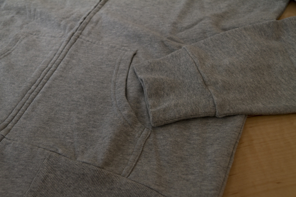 綿100%のパーカー