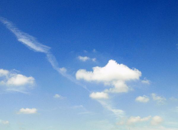 青い空のイメージ写真