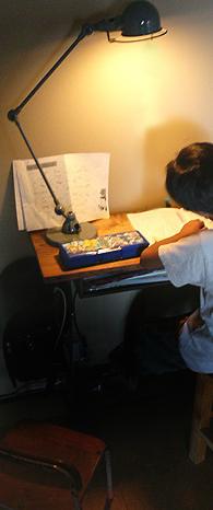 ジェルデのランプとスクールデスク