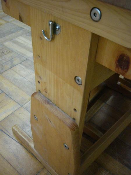 木製スクールデスクのディティール
