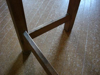 レトロな学校机の脚