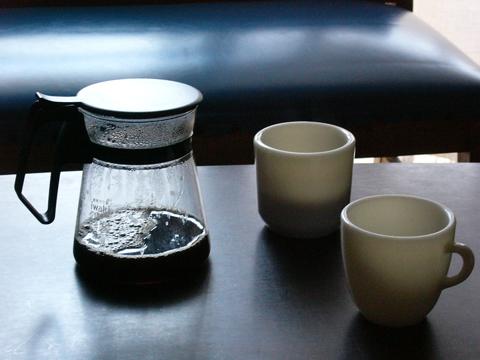 パイレックスニューコーヒーハウスでコーヒータイム、マグはオールドパイレックス