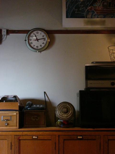 アンティークセイコーバス時計を掛けている部屋