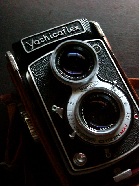 レトロな二眼レフ、ヤシカフレックスの写真