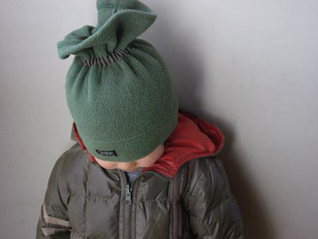 エーグルの帽子をかぶった下の子