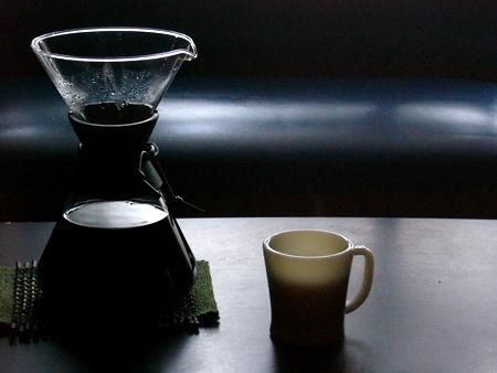 ケメックスでいれたコーヒーをファイヤーキングでいただきます