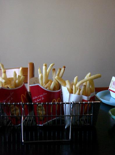 給食缶、スプーン箸カゴにポテトをいれてみました