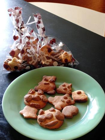 プレゼントするクッキーとファイヤーキングジェダイのプレート